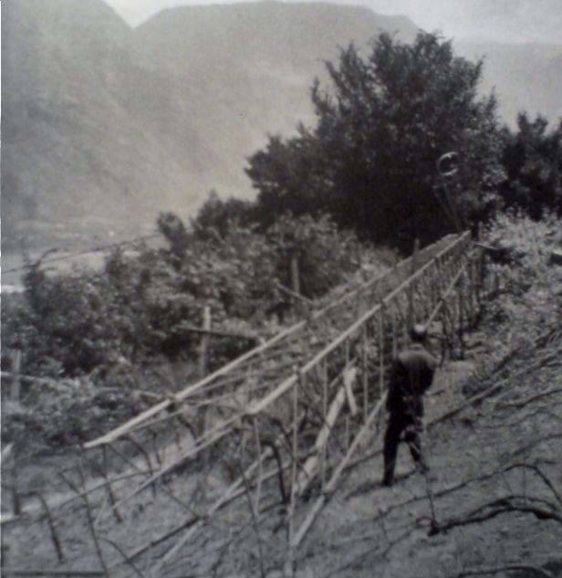 Tijdens de 'Feuernacht' omgelegde hoogspanningsmast (Publiek Domein - wiki)