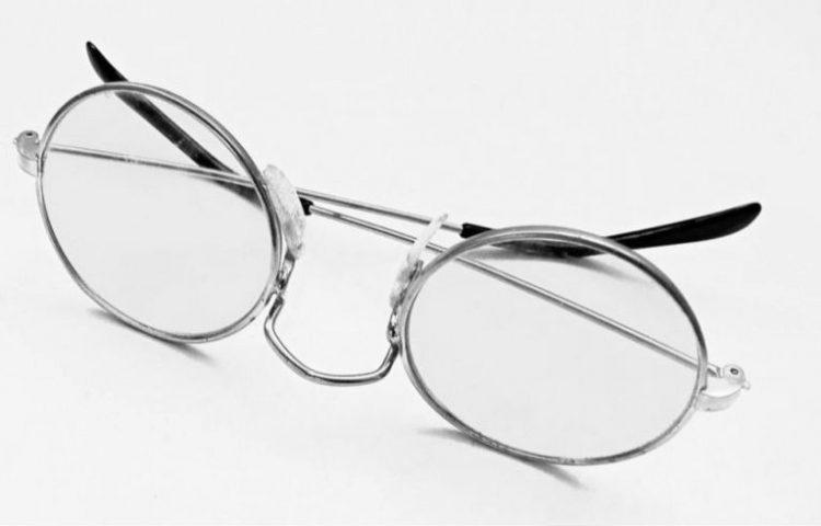 3550ea28461d12 Ziekenfondsbrilletje - Foto van een willekeurige bril (CC0 - Pixabay -  Printeboek)