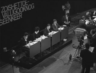Zo is het toevallig ook nog 's een keer (v.l.n.r. Dimitri Frenkel Frank, Mies Bouwman, Rinus Ferdinandusse en Joop van Tijn) (7 december 1963)