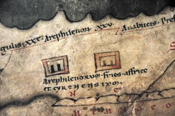 Detail van de Peutinger-kaart: Arae Philaenorum wordt hier getypeerd als de grens tussen de provincies Africa en Cyrenaica, m.a.w. als de grens tussen de imperia van twee gouverneurs.