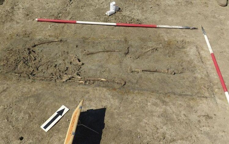Restanten menselijke resten in een graf (Foto Provincie Zuid-Holland)