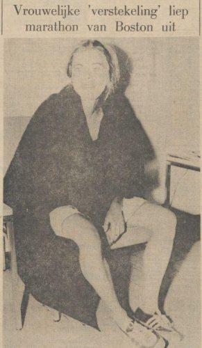 """Het Parool over de actie van Roberta """"Bobbi"""" Gibb,   20 april 1966 (Delpher)"""