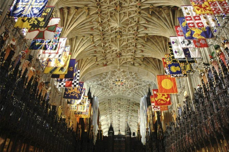 Banieren van de leden van de Orde in St. George's Chapel (CC BY-SA 3.0 - Josep Renalias - wiki)