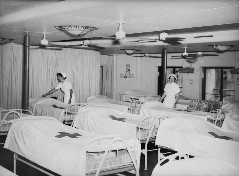 Hospitaalbedden op het MS Oranje