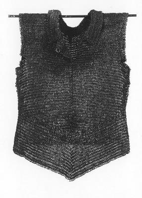 Maliënkolder met opstaande kraag en borstsplit (CC0 - Amsterdam Museum - Europeana)