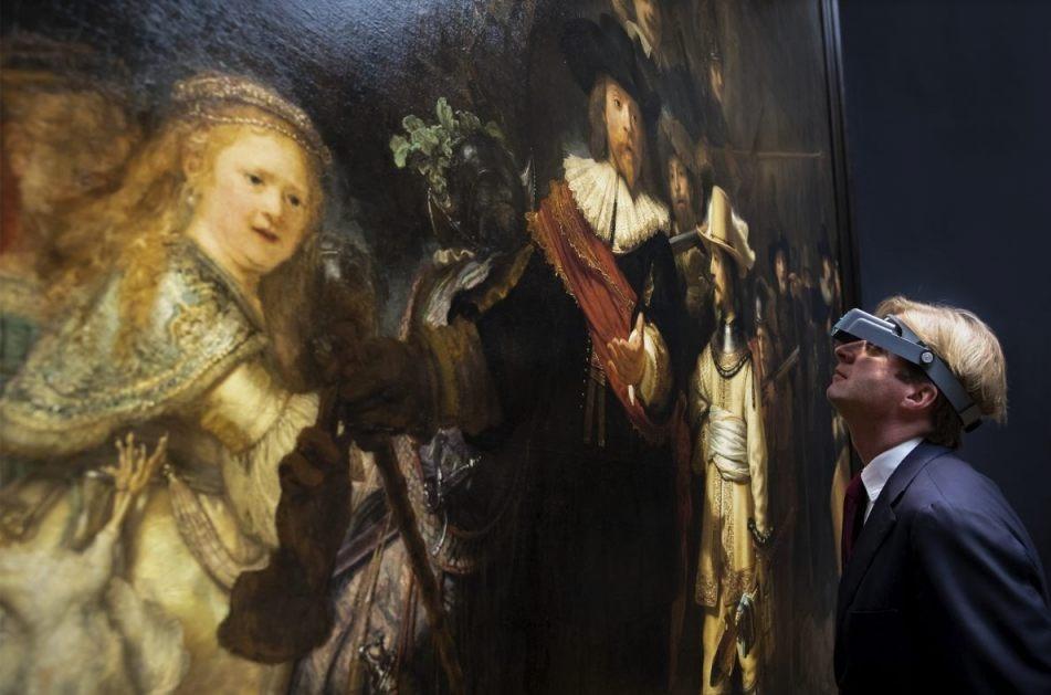 Rijksmuseum-directeur Taco Dibbits bij De Nachtwacht - Foto Rijksmuseum