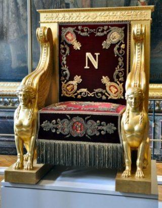 Troon van Napoleon in het Palais du Luxembourg (Publiek Domein - wiki)