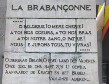 Volkslied van België - Brabançonne - Een deel van de tekst gegraveerd in het standbeeld in het Quartier des Libertés (CC BY-SA 2.0 - jpbatiste - wiki)