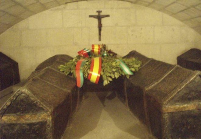 De kisten van het katholieke koningspaar in de kathedraal van Granada (Publiek Domein - wiki)