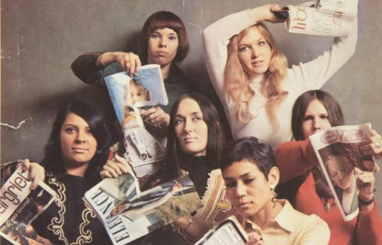 Detail van een cover van HP Magazine van 11 maart 1970 - Zes Dolle Mina's verscheuren uit protest tegen het vrouwbeeld enkele damesbladen (Amsterdam Museum)