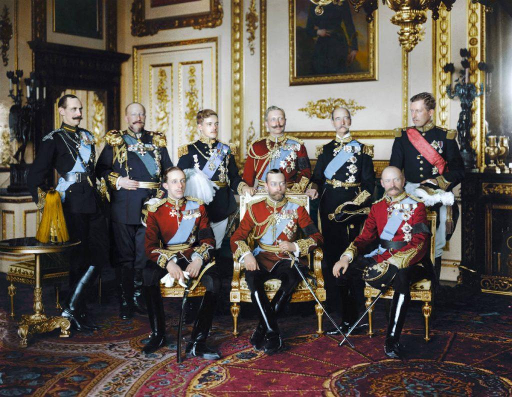 Negen koningen op begrafenis Edward VII, mei 1910 - Foto uit: 'De tijd in kleur. Beelden uit de wereldgeschiedenis 1850 – 1960' – Dan Jones en Marina Amaral, Uitgeverij Omniboek
