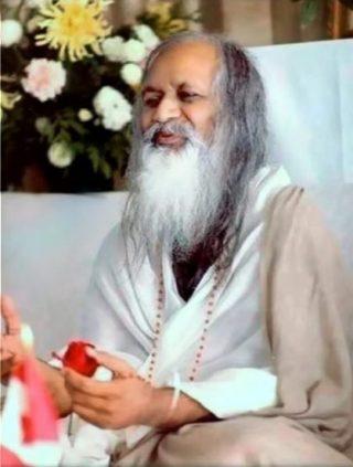 Maharishi Mahesh Yogi in 1978 (CC BY-SA 3.0 - Jdontfight)