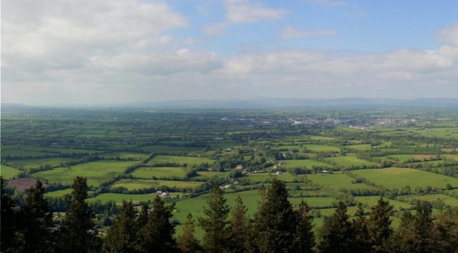It's a Long Way to Tipperary - Zicht op Tipperary (CC BY-SA 3.0 - ArnoutVos - wiki)