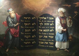 Mozes en Aäron met de Tien Geboden - Aron de Chavez, ca. 1675 (Publiek Domein - wiki)