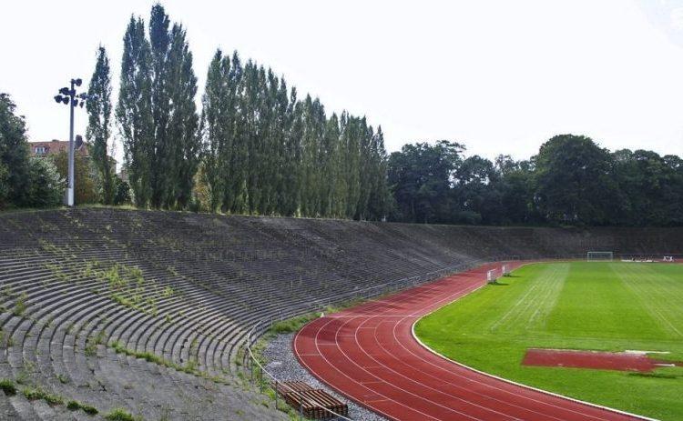 Het Drie Linden-stadion in Bosvoorde, 2008 (CC BY-SA 3.0 - Martijn Mureau)