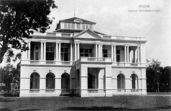 Voormalig kantoor van de Deli Maatschappij in Medan, Deli, Sumatra (CC BY-SA 3.0 - wiki - Tropenmuseum)