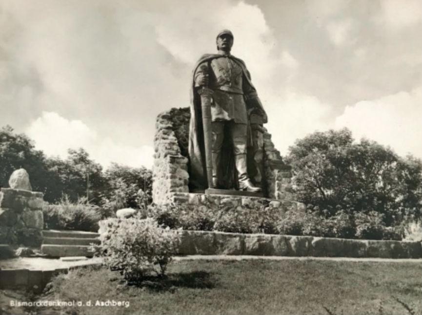 Bismarck moest verhuizen. Hier staat hij op zijn nieuwe stek op de Aschberg.