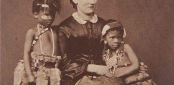 Vreemd vermaak – vier kinderen tentoongesteld (1857)