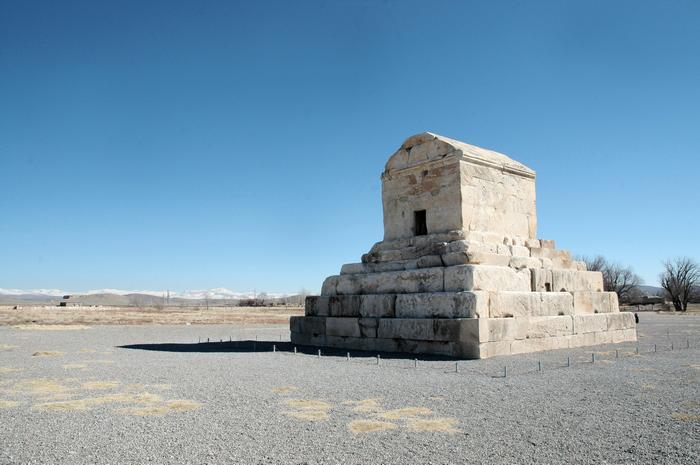Graf van Cyrus, Pasargadai: de plaats van het Perzische koningsritueel