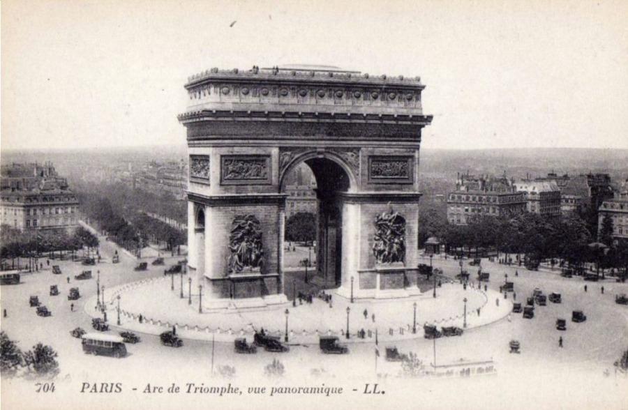 Arc de Triomphe op een ansichtkaart uit circa 1920 (Publiek Domein - wiki)