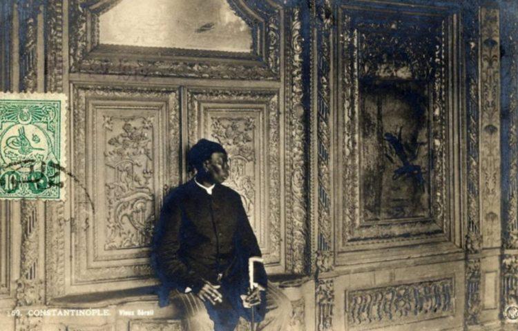 Eunuchen - Eunuch in 1912 voor de toegang tot de harem van de sultan
