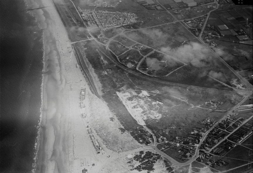 Luchtfoto van Hoek van Holland, 1920-1940 (CC BY-SA 4.0 - NIMH)