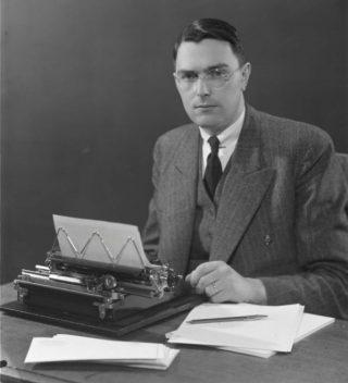 Max Euwe in 1935 - Atelier Jacob Merkelbach, Stadsarchief Amsterdam (Publiek Domein - wiki)