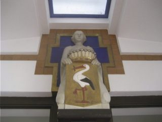 Sculptuur van Altorf boven de ingang van het Gemeentemuseum (CC BY-SA 4.0 - Vysotsky - wiki)