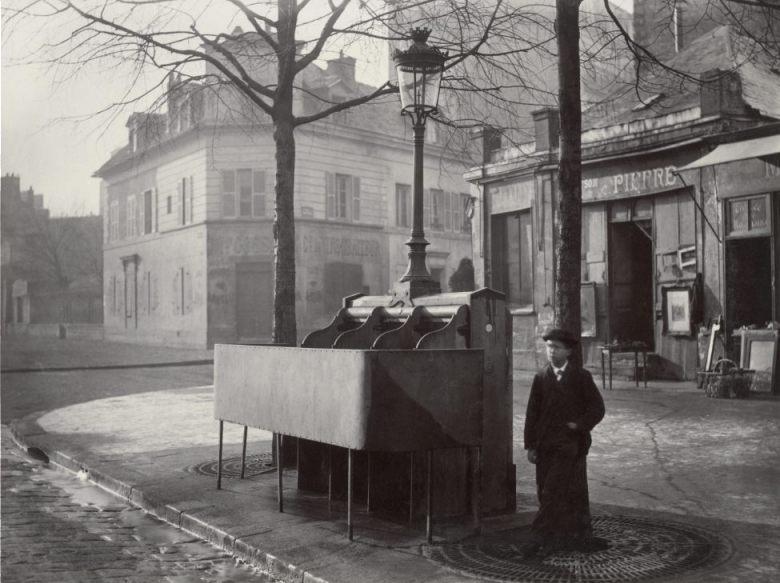 Vespasienne in Parijs, omstreeks 1865, Avenue du Maine (Publiek Domein - Charles Marville - wiki)