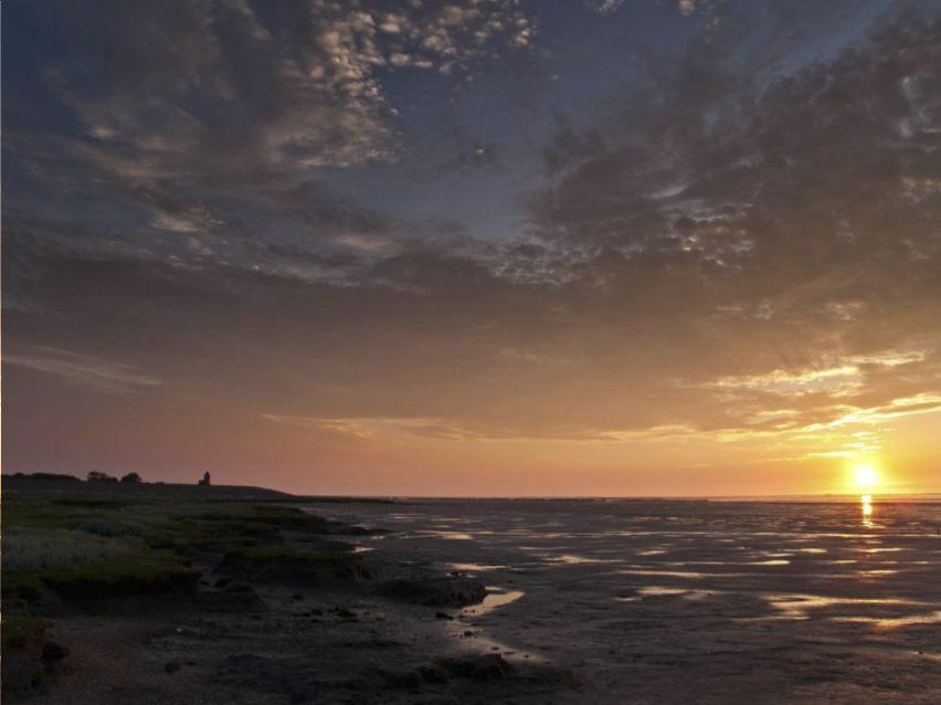 Waddenzee - Zonsondergang bij Wierum (CC BY-SA 3.0 - Uberprutser - wiki)