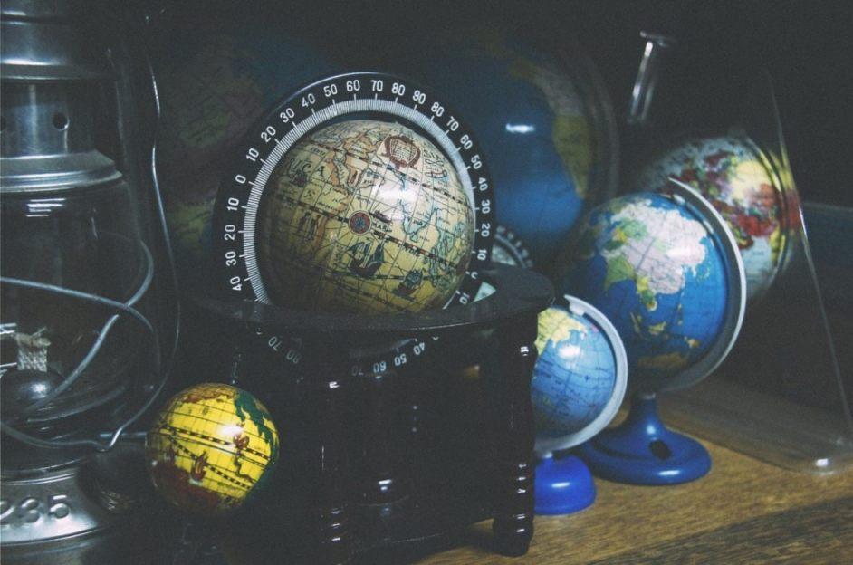 Wereld - globes (cc0 - pixabay - Feee-Photos)a