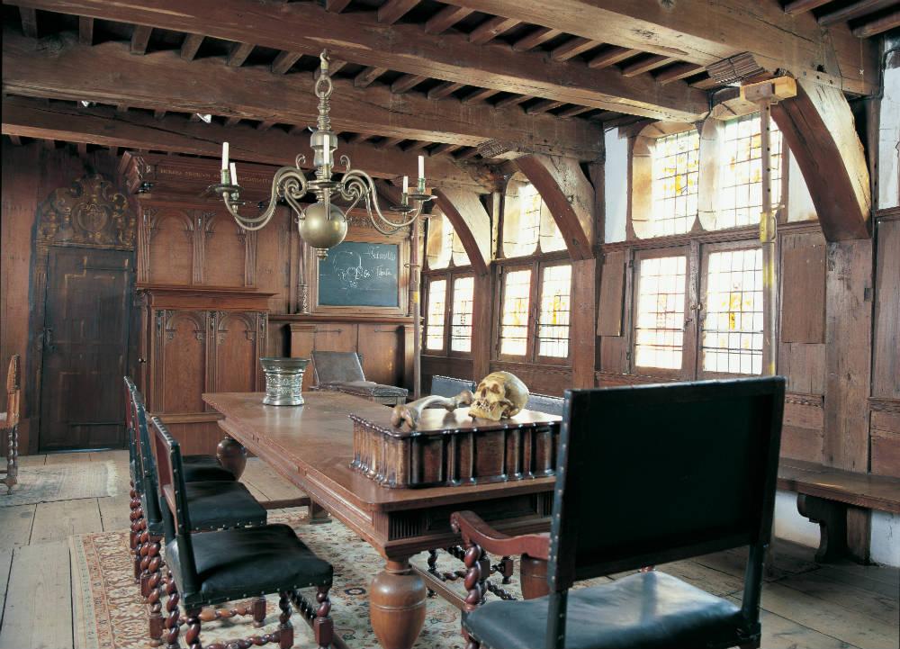 De chirurgijnskamer op de eerste verdieping van de Waag (Rijksdienst voor het Cultureel Erfgoed)