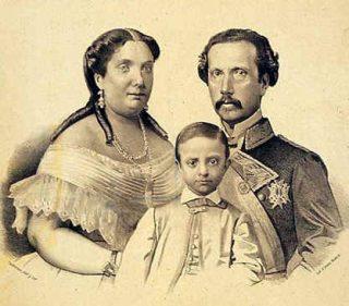Alfons XII met zijn ouders