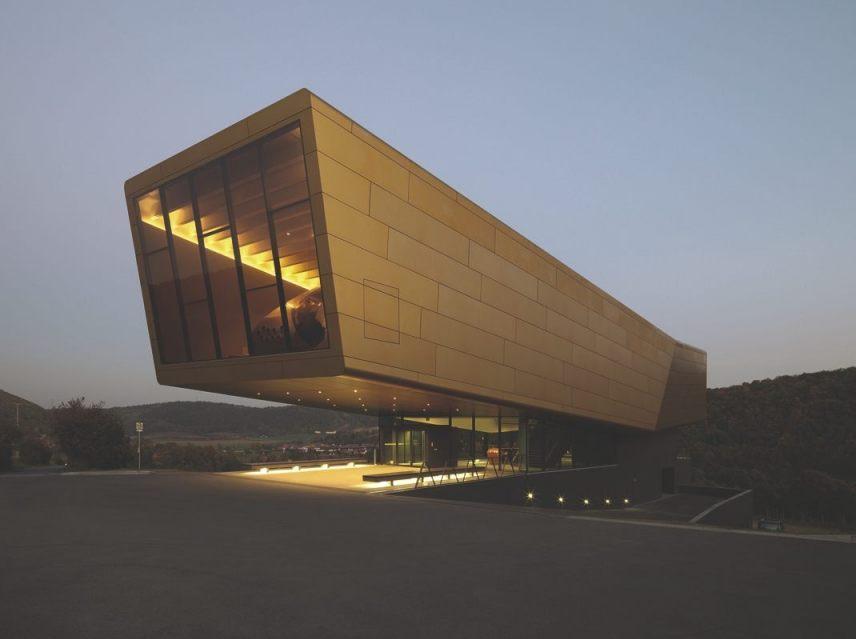 Bezoekerscentrum op de plek waar de hemelschijf van Nebra werd gevonden (CC BY-SA 3.0 - Holzer Kobler Architekturen)