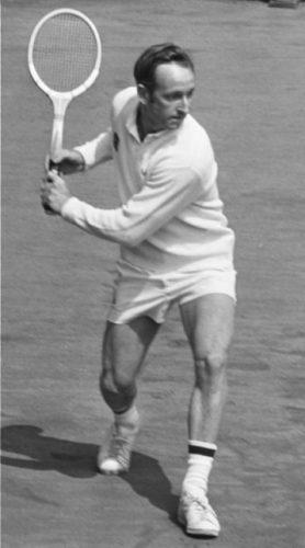 Rod Laver tijdens het Top Tennis Toernooi 1969 in Amsterdam (CC0 - Evers, Joost / Anefo - wiki)