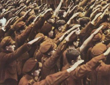 Sieg Heil - Leden van de Hitlerjugend brengen de Hitlergroet tijdens een rally in 1933 (cc - Bundesarchiv)