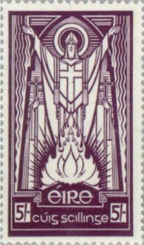 St. Patrick, de nationale beschermheilige van Ierland treft voorbereidingen voor een paasvuur, postzegel uit 1937 (Publiek Domein - wiki)