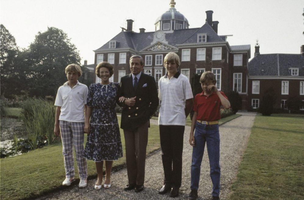 Koninklijke familie tijdens een foto-uurtje in 1983 (CC0 - Rob Croes / Anefo)