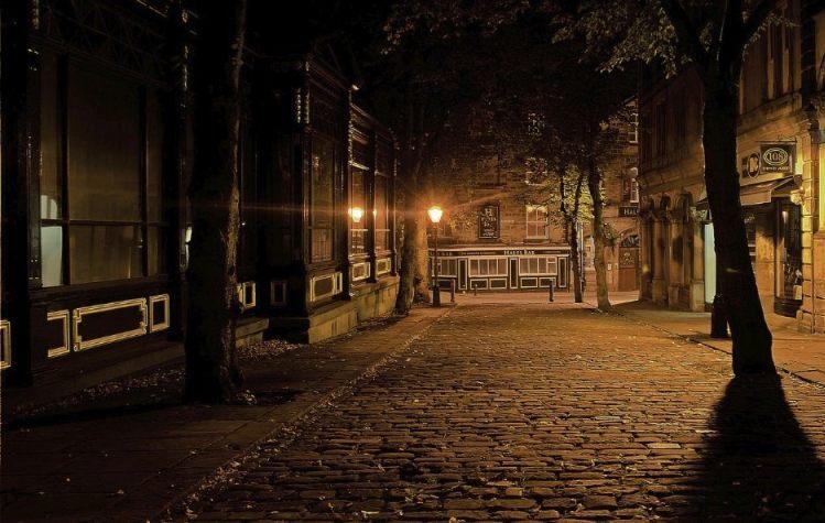 Nachtwakersstaat - Stad bij nacht (CC0 - Pixabay - PublicDomainPictures)