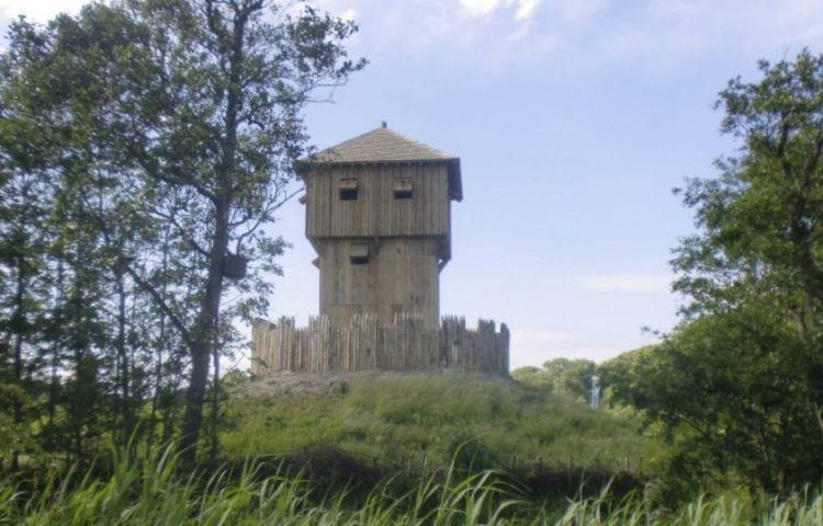 Reconstructie mottekasteel Terra Maris, Oostkapelle (CC0 - Joopr - wiki)