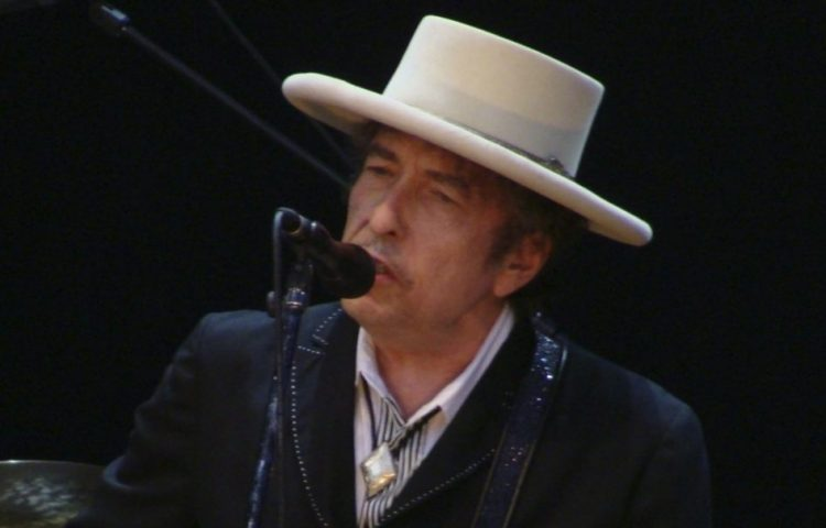 Bob Dylan in 2010 (CC BY 2.0 - Alberto Cabello - wiki)