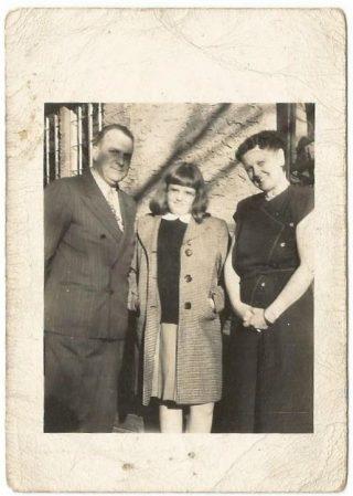 Mr. & Mrs. L Rijnbrand  en hun dochter (Adoptieouders Amerika) - privé bezit fam. Van Drie