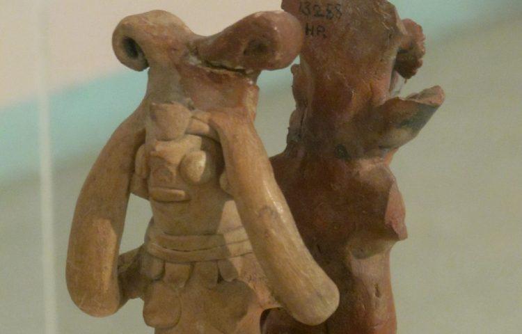 Vrouw-figuur gevonden in een Harappa site . National Museum, New Delhi / cc