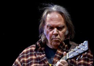 Neil Young in Oslo, 2009 (CC BY-SA 1.0 - Per Ole Hagen - wiki)