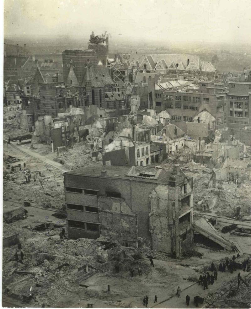 Nijmegen na het bombardement van 22 februari 1944 (cc - Nationaal Bevrijdingsmuseum 1944-1945 - Europeana)