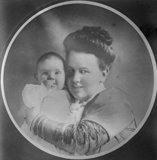 Prinses Juliana als baby (Publiek Domein - Bain Collection - wiki)