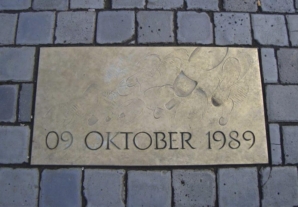 Gedenksteen voor de Montagsdemonstration van 9 oktober 1989 - Foto: E. Ruis