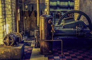 Machine in een oude fabriek (CC0 - Pixabay - dimitrisvetsikas1969)