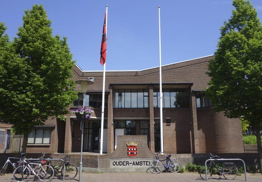 Gemeentehuis van de gemeente Ouder-AGemeentehuis van de gemeente Ouder-Amstel in Ouderkerk aan de Amstelmstel in Ouderkerk aan de Amstel (CC BY-SA 4.0 - Dqfn13 - wiki)