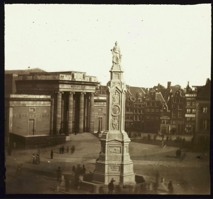 Naatje van de Dam in ca. 1856 - Foto Pieter Oosterhuis  (Publiek Domein - wiki)